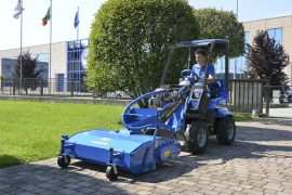 MultiOne-mini-loader-2-series-with-sweeper-1-1030x688